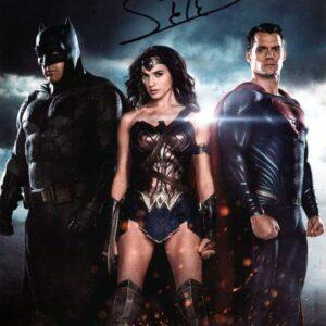 Fotografia-Autografata-da-Gal-Gadot-Wonder-Woman--820x1024
