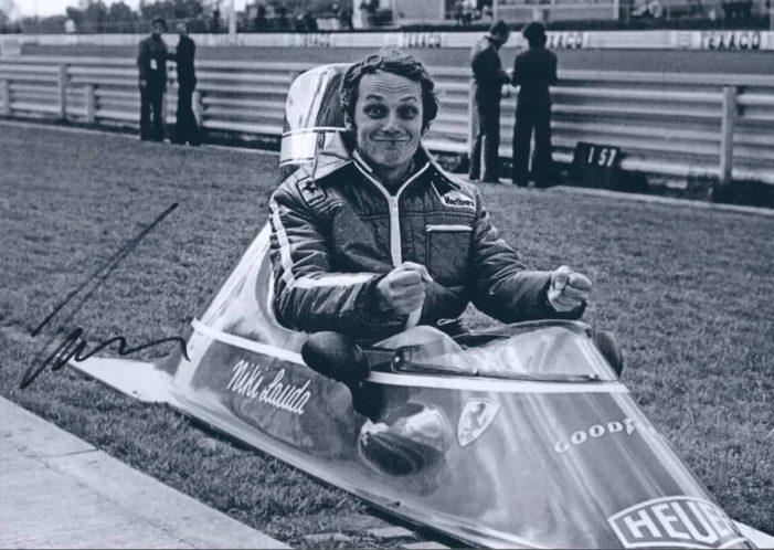 Gli ultimi autografi di Niki Lauda e gli autografi di Fernando Alonso
